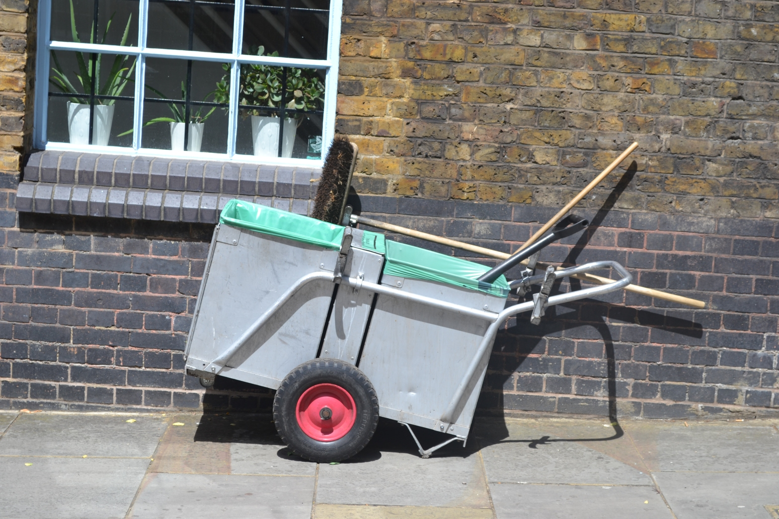 Abandoned sweeper trolley, Camden
